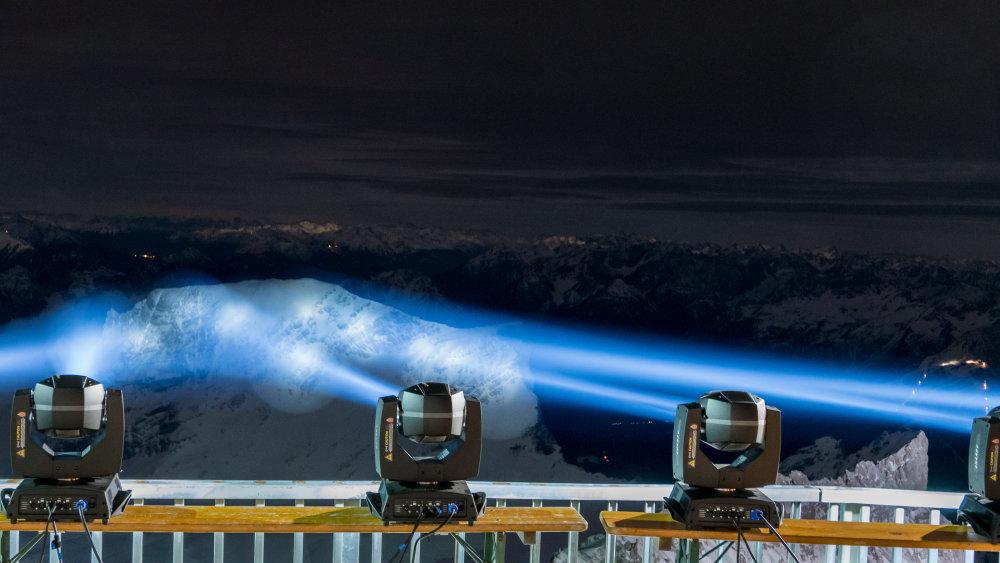 OSRAM und der EHC Red Bull Munich auf dem Gipfel der Zugspitze