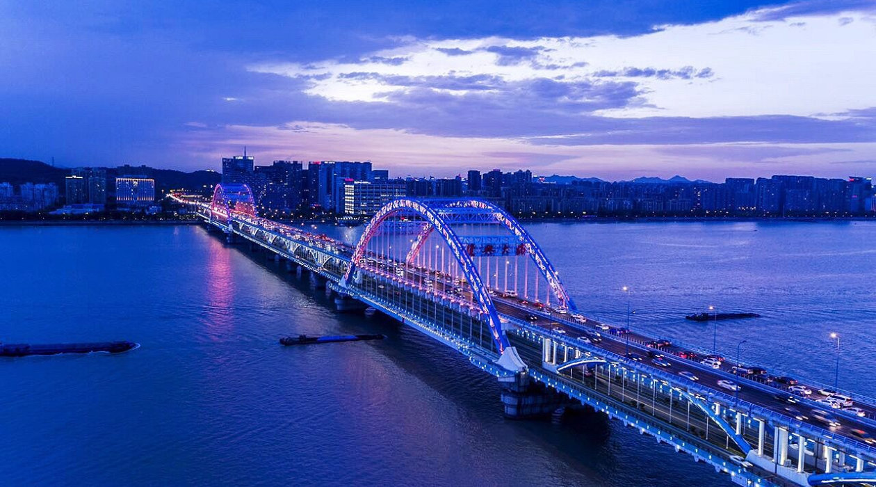 A bird-eye view of Fuxing Bridge in Hangzhou