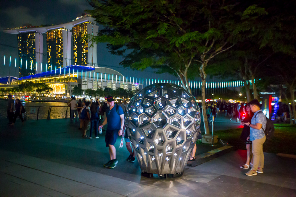 Participants gain the inspiration during the experience moment of Kaleidoscopic Monolith & Marina Bay Festival 2017: Lighting a sparkling diamond u2022 OSRAM LS ... azcodes.com