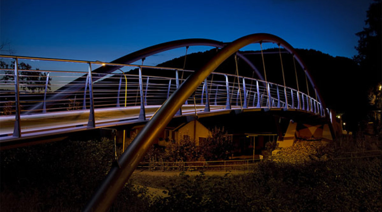 Pedestrian bridge Pfungen/Switzerland – Handrail system with LED