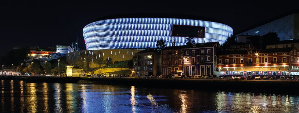 42.500 LED dots create stunning lighting effects on the façade of San Memés Stadium in Bilbao