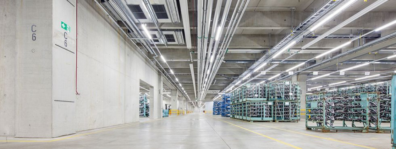 Innovative LED-lighting for greater efficiency and quality for the BMW logistics center in Dingolfing