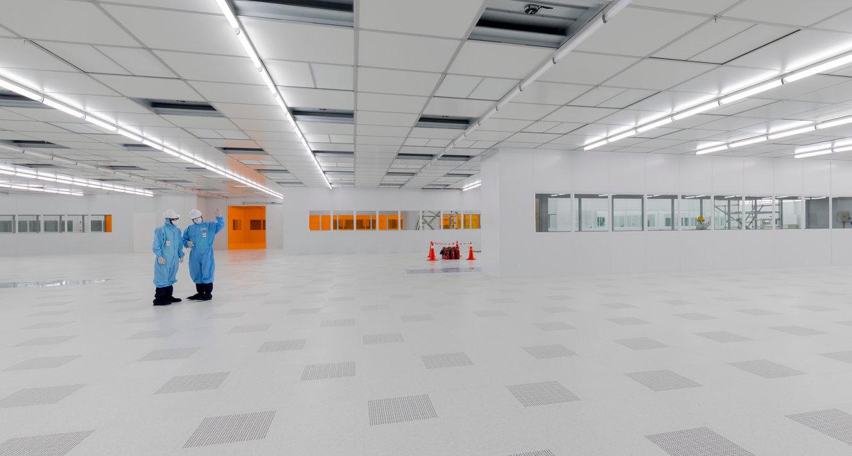 Des milliers de LED qui sont utilisées pour l'intérieur des voitures, des écrans de toutes sortes, et l'éclairage pour les bureaux et les magasins peuvent être coupés à partir d'une plaquette de LED avec un diamètre de six pouces.