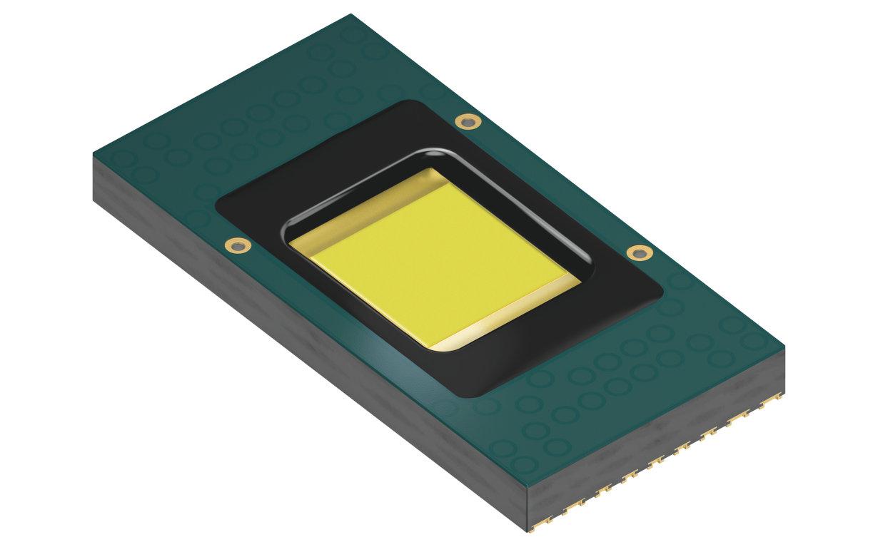 Eviyos 原型是首款集成式混合型 LED,它集微结构发光芯片和单独像素控制于单个元件上。 图片来源:欧司朗