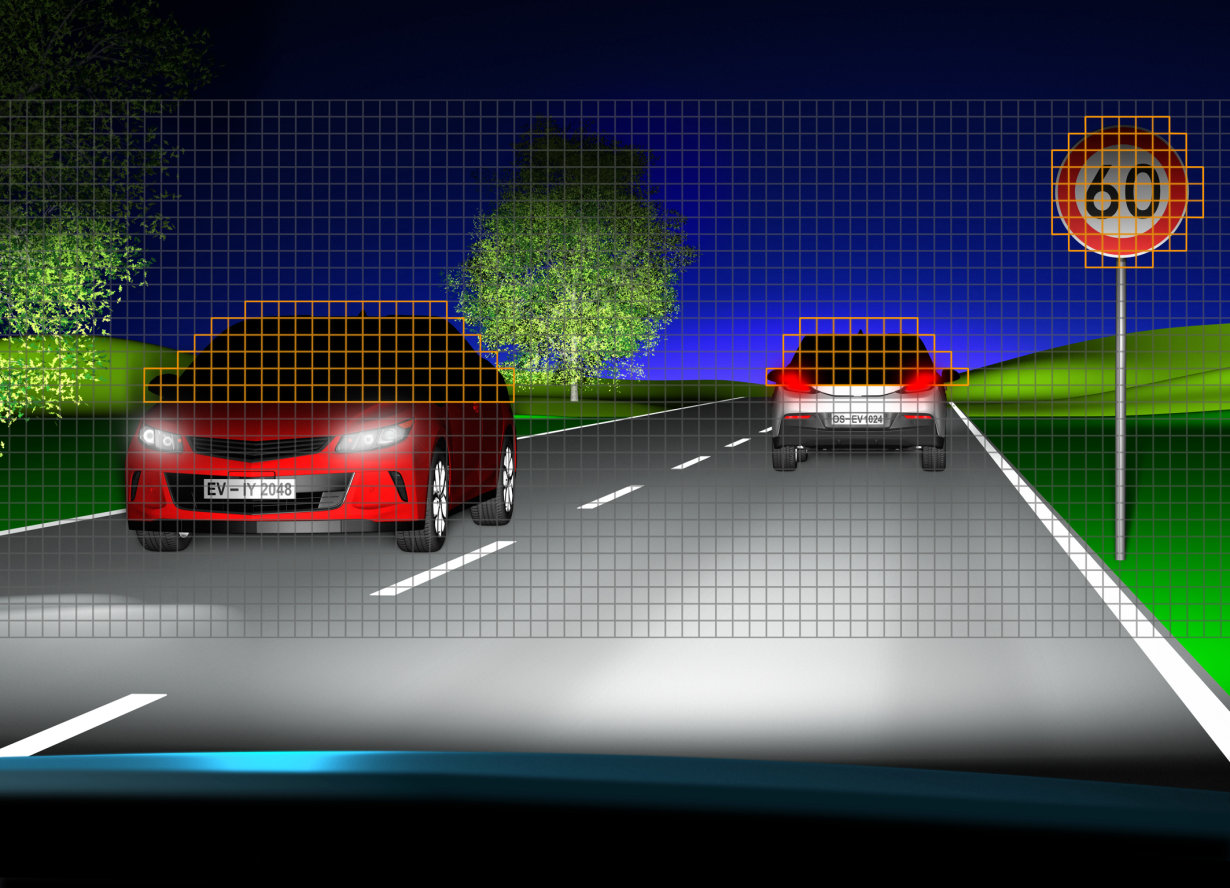 Eviyos illuminates surroundings in high-beam quality, ensures other road users and drivers themselves are not dazzled either by direct glare or reflected glare from road signs and the like.