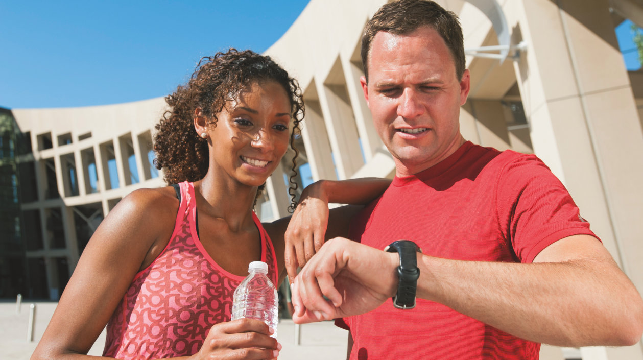 Application - Fitness Tracking - Couple doing sport