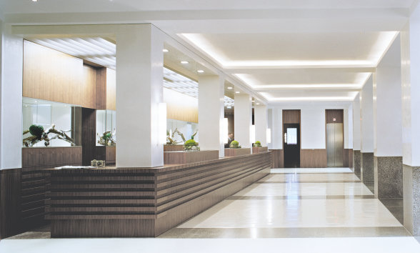 Link leading to: Light for conference rooms, corridors and stairs, hotel rooms, lobby, restaurant, wellness area