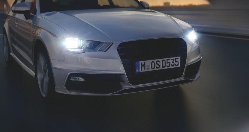 Fahrzeug mit getunten Scheinwerferlicht