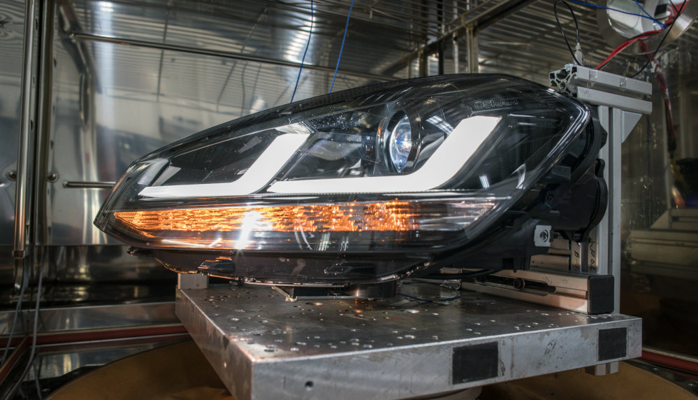 LEDriving headlight undergoes vibration testing