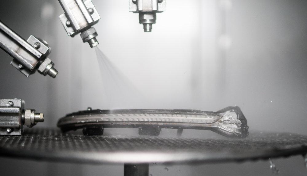 LEDriving Dynamic Mirror Indicator fröccsenő vízzel való tesztelése