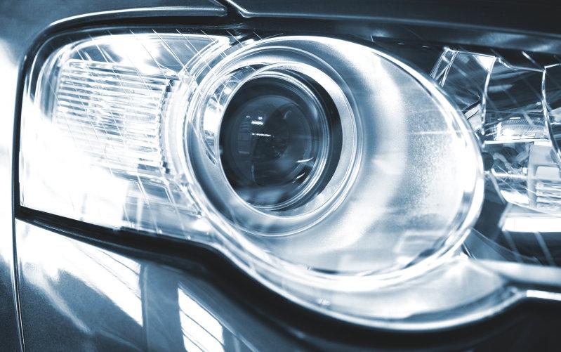 Лампа головного света с боковой подсветкой при повороте руля