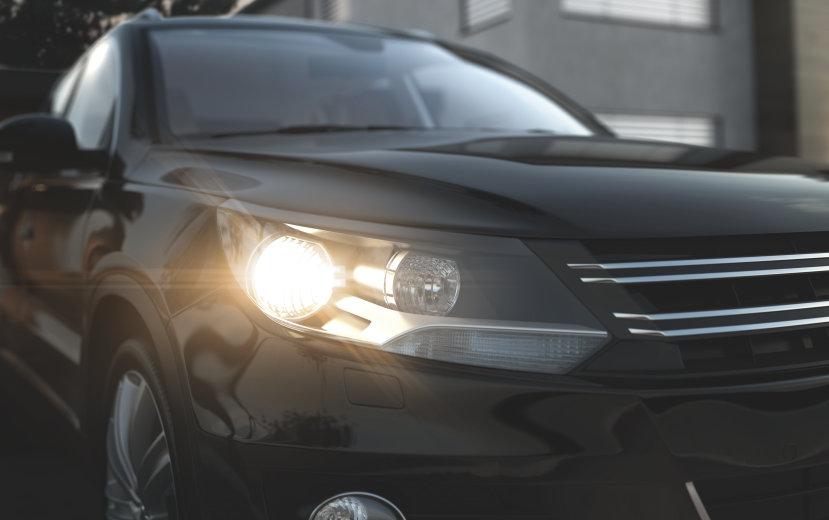 PKW mit ULTRA LIFE Fahrzeuglampen